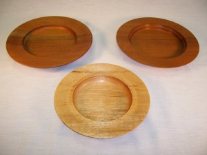 Plates in walnut and mahogany