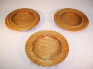 Plates in maple