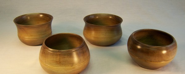 Bowls in walnut